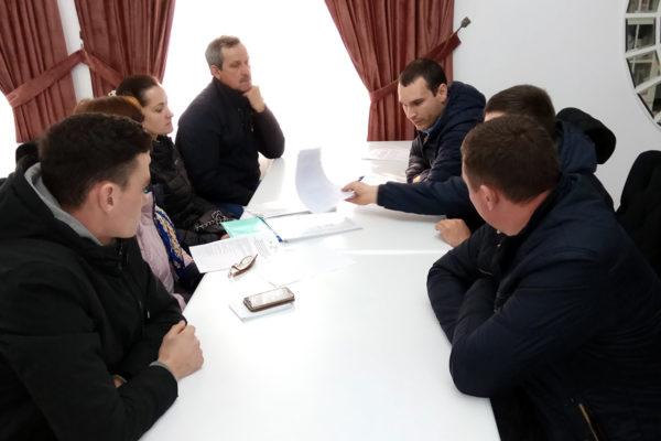 Un grup de fermieri pomicultori din raionul Ocnița, au discutat despre procedurile de creare și înregistrare a cooperativei și grupului de producători.