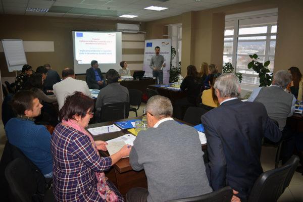 (Română) UE-GIZ // Reprezentanți APL instruiți despre rolul implicării cetățenilor și societății civile în dezvoltarea locală