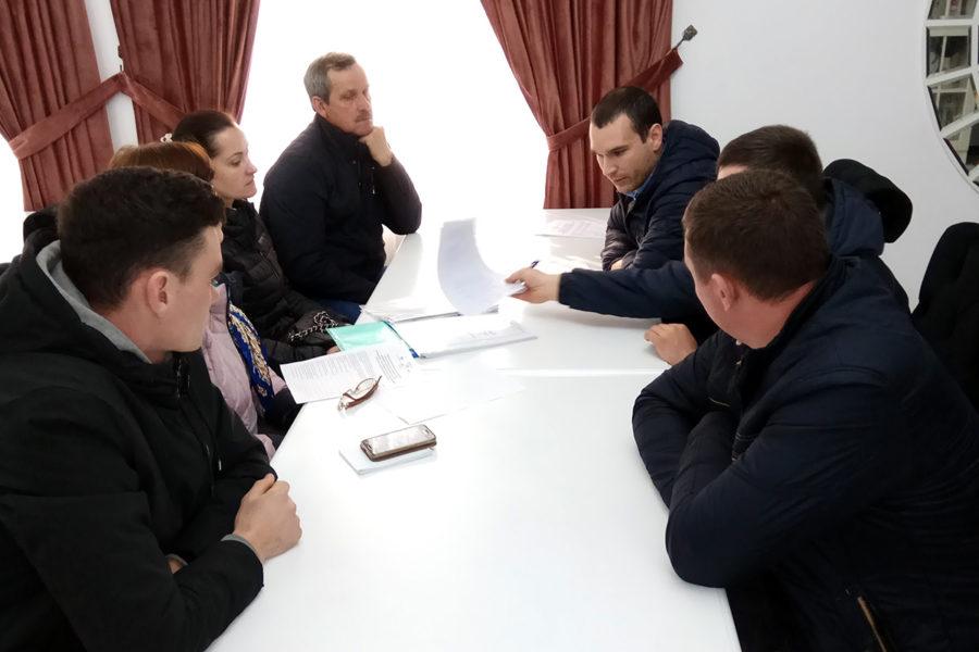 (Română) Un grup de fermieri pomicultori din raionul Ocnița, au discutat despre procedurile de creare și înregistrare a cooperativei și grupului de producători.